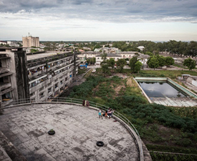 In Mozambique, a Glorious Inn Becomes a Slum | EndGameWatch | Scoop.it