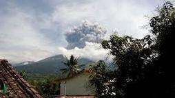 Around 1100 tourists evacuated after Indonesian volcano eruption - Travelandtourworld.com | Travel And Tourism | Scoop.it