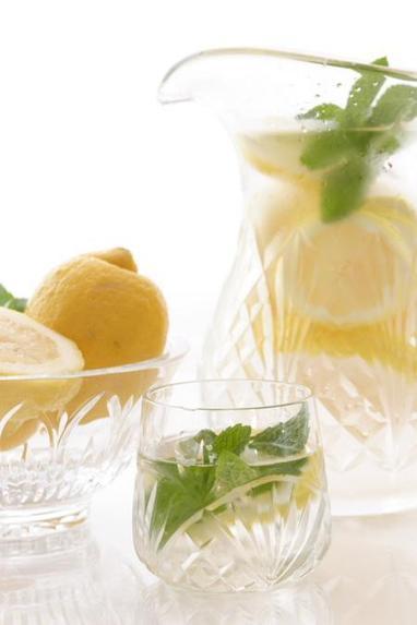 10 ricette di acque aromatizzate alla frutta - greenMe.it | My Personal Point Of View | Scoop.it