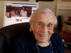 Facebook 101: Seniors learn to use the social network | Educación a Distancia (EaD) | Scoop.it