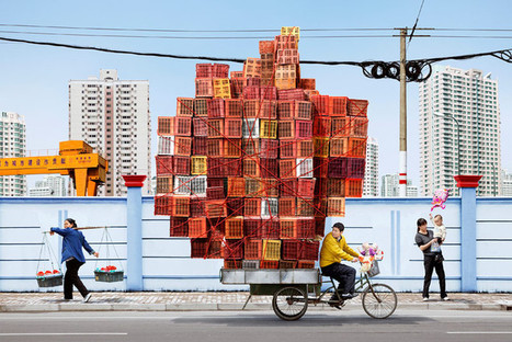Look At These Chinese Workers Carrying Mind-Blowing Amounts Of Stuff | S'emplir du monde... | Scoop.it