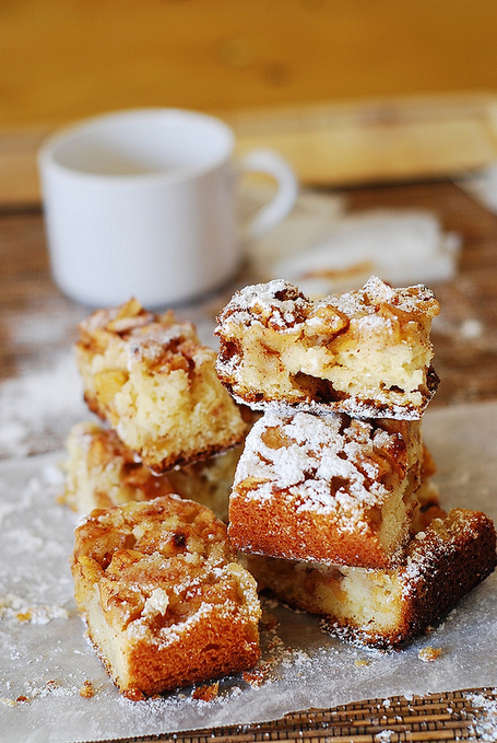 #RECIPE -Super easy apple squares | The Man With The Golden Tongs Hands Are In The Oven | Scoop.it