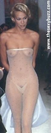 Emma Sjöberg nue lors d'un défilé ! - photo | oulacaro | Scoop.it