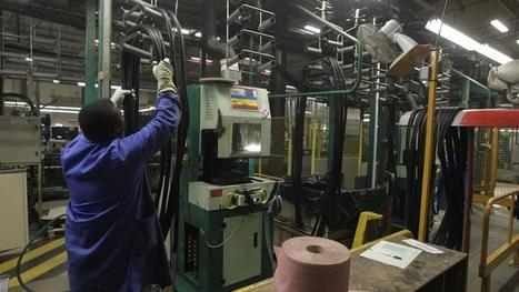 En France, les services sourient et l'industrie pleure   Économie de proximité   Scoop.it