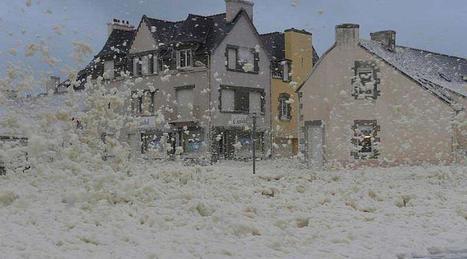 Finistère. Impressionnante tempête d'écume à Saint-Guénolé ! | Ma Bretagne | Scoop.it