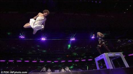 Andy Lewis: Super Bowl 2012 Madonna halftime show slackline dancer becomes YouTube star | *Gymnastics* | Scoop.it