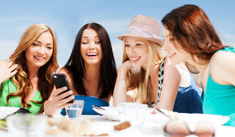 M-commerce trends this year include mainstream - Mobile Commerce Press | The trends of M-commerce | Scoop.it