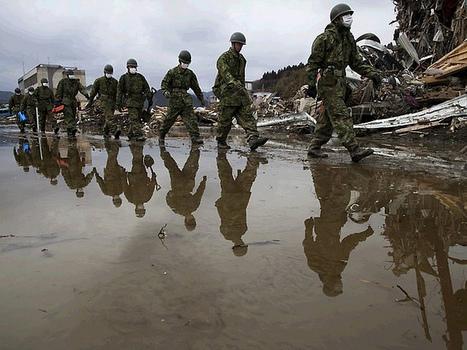 [Photo] Les militaires japonais secouristes | Flickr - Photo Sharing! | Japon : séisme, tsunami & conséquences | Scoop.it