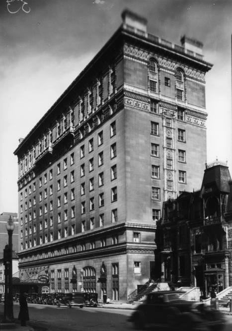 Hôtel Ritz-Carlton (1228, rue Sherbrooke Ouest, entre les rues Drummond et de la Montagne), le 26 mars 1936   Photos ancestrales de Montréal   Scoop.it