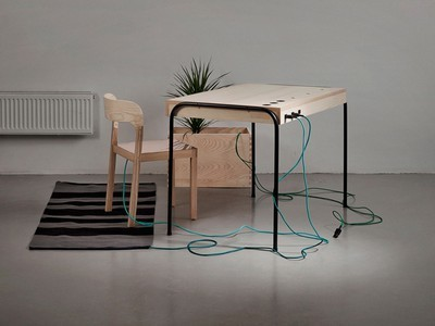 "The Power of Sitting: ""Unplugged"" Desk Harvests Your Energy for Electricity 