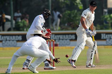 Photo: Mahela takes a catch at slip to dismiss Bracewell | Sri Lanka Cricket | Scoop.it