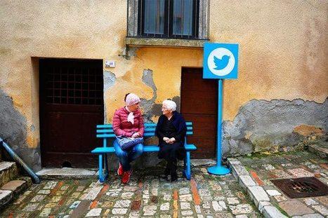 Les réseaux sociaux transformés en mobilier urbain | Internet world | Scoop.it