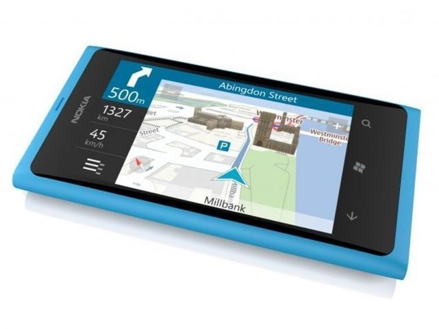 Смартфон Nokia Lumia 800 - похож на Nokia N9 но на Windows Phone 7.5 Mango.