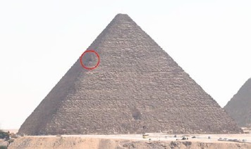 Reconstitution en 3D de l'encoche sur l'arête nord-est de la pyramide de Kheops, par Yukinori Kawae | Égypt-actus | Scoop.it
