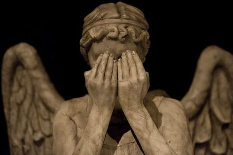 "Quantum ""Weeping Angel"" Effect Freezes Atoms in Place 