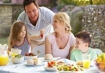 Les repas en famille aident les enfants à manger plus sainement - repas, famille, enfants, fruits, légumes - L'info nutrition sur Aujourdhui.com | Mince Alors ! | Scoop.it
