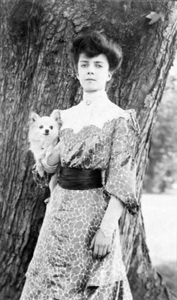 Alice Roosevelt with her dog Leo | Herstory | Scoop.it