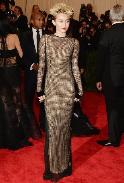 Miley Cyrus' Punk Rock Look at 2013 Met Gala | Celebrity Hairstyle | Scoop.it