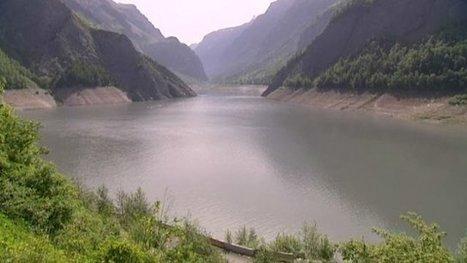 Une partie de la montagne va bientôt tomber dans le lac du Chambon   Montagne - Risques et vulnérabilités   Scoop.it