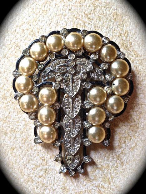Vintage art deco pearl and rhinestone brooch   vintage jewelry   Scoop.it