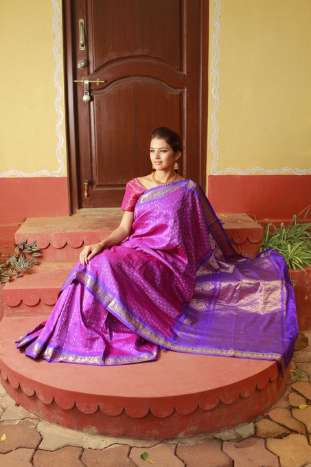 Steps to Drape A Paithani Saree in two Minutes   Kurtis, Sarees, Jewellery   Scoop.it
