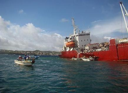 Ecuador emergency over stricken Galapagos freighter | Sustain Our Earth | Scoop.it