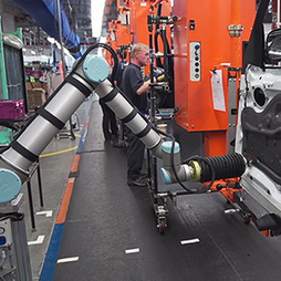 Human-Robot Collaboration Will Alter Manufacturing | MIT Technology Review | Futur Factory | Scoop.it