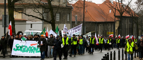 Thousands of Polish farmers in GMOs, land rights protest | Global politics | Scoop.it