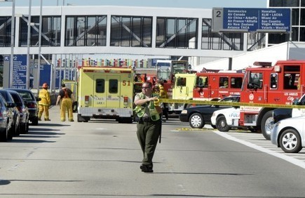 Los Angeles - TSA Officer Bled For 33 Minutes In LAX Shooting As Rescuers Waited Nearby | Telcomil Intl Products and Services on WordPress.com