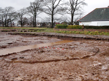 Archaeologists find rotted Iron Age roundhouse, decorated pottery and evidence ... - Culture24 | Bronze Age | Scoop.it