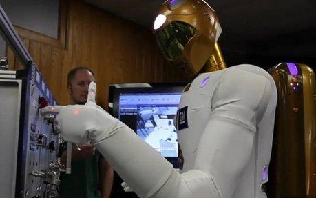 L'humanoïde Robonaut 2 de GM prend sa place à la Station spatiale internationale   Robots humanoides   Scoop.it