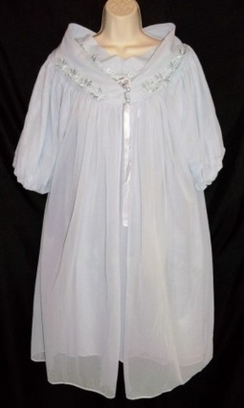 Darling, Fetch Me My Robe... | Lingerie Love | Scoop.it