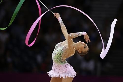 Favorita Kanaeva avanzó a la Final de gimnasia rítmica de JO