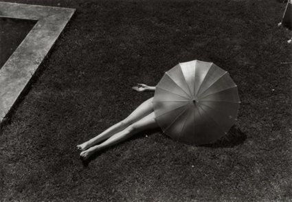 it's never summer: Martin Munkácsi, Nude with Parasol, Harper's...   Photography Now   Scoop.it