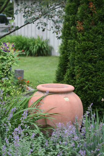Dig It! Attack of the Giant Garden Pots | Container Gardening | Scoop.it