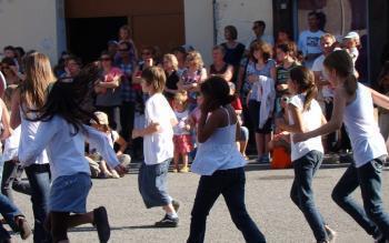 Vielle-Aure. Une centaine de danseuses aux quatre coins de la place - La Dépêche | Vallée d'Aure - Pyrénées | Scoop.it