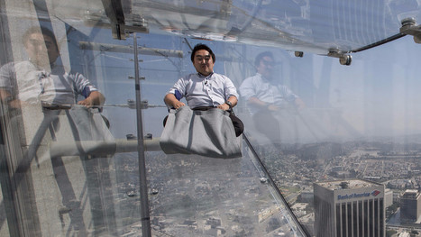 Ride the U.S. Bank Tower's glass Skyslide with 70 floors of nothingness below you | Aires de jeux | Scoop.it