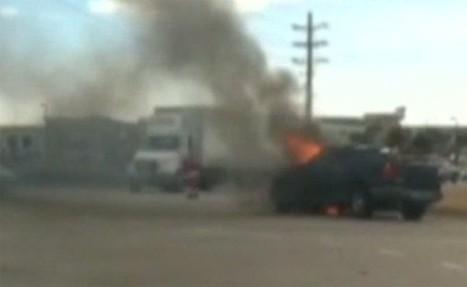 Santa saves man from burning pickup, directs traffic | The DATZ Blast | Scoop.it