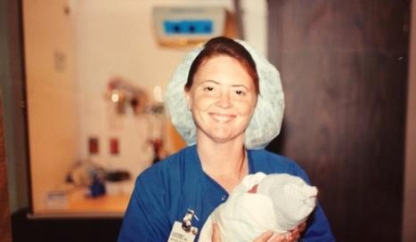 Enfermera sostiene a bebé en sus brazos. 25 años después, la fotografía sufre un cambio radical   ENFERMERIA   Scoop.it