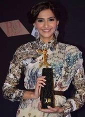 Sonam Kapoor Photos in L'Oreal Paris Femina Women Awards 3rd Edition - HOT IMAGES   Sonam Kapoor   Scoop.it