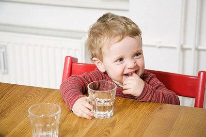 Cho bé uống nước bao nhiêu thì đủ? | dochoicholon.com | Do choi tre em | Scoop.it