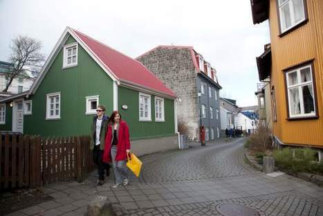 11,000 Icelanders Offer to House Syrian Refugees | Politics, News, CAFF | Scoop.it