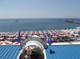 Italy Beach Marina Grande beach - Amalfi - Ristorante Silver Moon Pizzeria | Images Traveling | Scoop.it