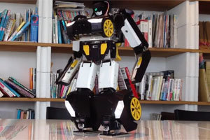 Japanese Robot Transforms Into A Car And Back Again Like A Boss | Bots and Drones | Scoop.it