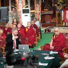 Neuroscientists and the Dalai Lama Swap Insights on Meditation