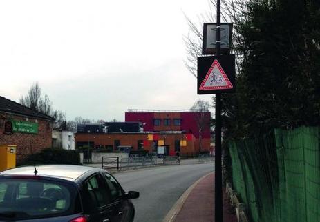 Le Plessis-Pâté installe des panneaux de signalisation solaires   Prévention et Signalisation Routière   Scoop.it