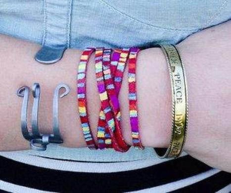 Rainbow Wrap Friendship Bracelet – Fun Friendship Bracelet Pattern!   HandMade 4All   handmade4all.com   Scoop.it
