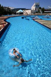 [Eng] Les résidents Fukushima évitent les piscines par crainte des radiations | asahi.com | Japon : séisme, tsunami & conséquences | Scoop.it