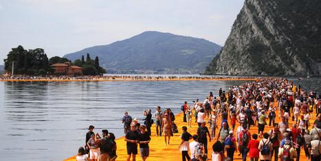 À peine ouvertes, les passerelles de Christo sont déjà saturées sur le lac d'Iseo en Italie | Ce qu'il ne fallait pas rater ! | Scoop.it