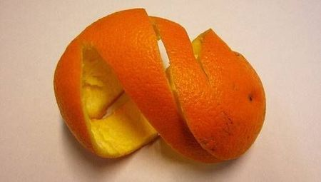 """20 uses for leftover fruit and vegetable peels (""""there are better options than to throw them away"""") 